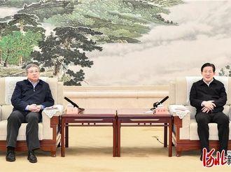 王东峰与全国脱贫攻坚先进事迹巡回报告团举行工作座谈