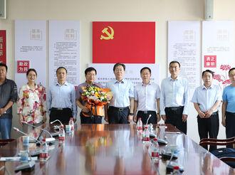 吴波副市长到衡中慰问科技工作者代表康新江