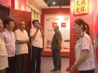 武邑县组织离退休老干部到县税务局党建与思政教育基地参观学习