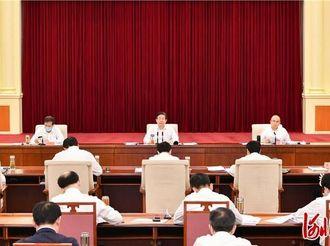 王东峰主持召开省委理论学习中心组学习会议